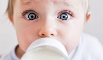Provocările mămicilor: alergia la proteinele din lapte